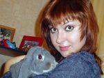 Вика и кролик Бакс